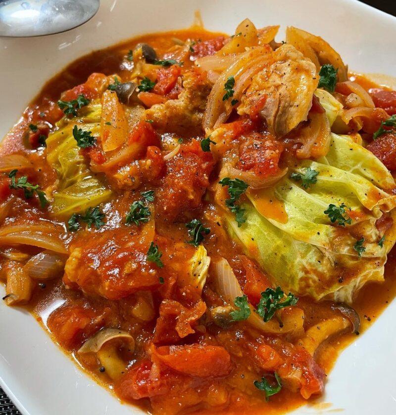 キャベツと鶏肉のトマトソース煮込み