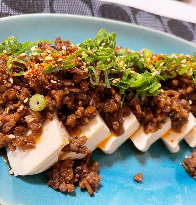 豆腐 挽肉 ハリッサのせ